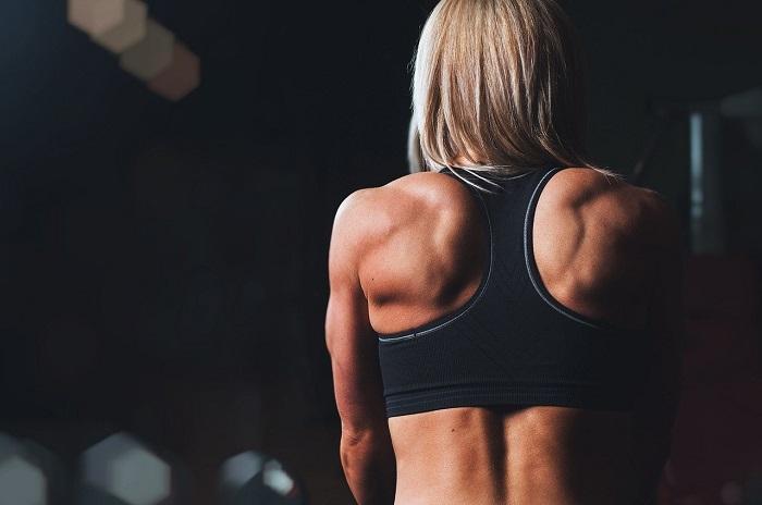 神楽坂 パーソナルトレーニングジム LiMEが1週間で背中を小さくする筋トレを動画で紹介!